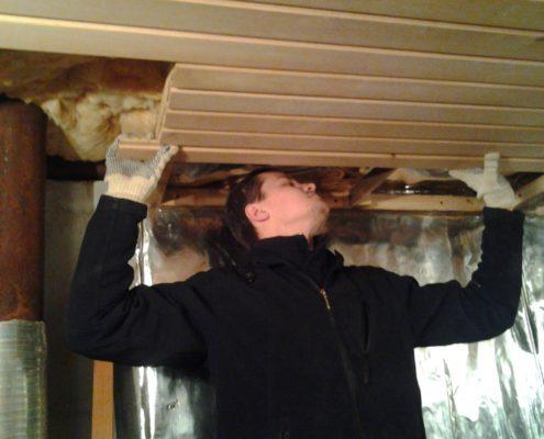 Утепление крыши бани под стропилами